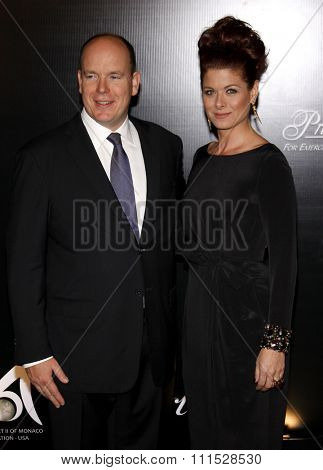 Prince Albert II of Monaco and Debra Messing at the Rodeo Drive Walk of Style Award honoring Princess Grace Kelly of Monaco and Cartier in Beverly Hills on October 22, 2009.
