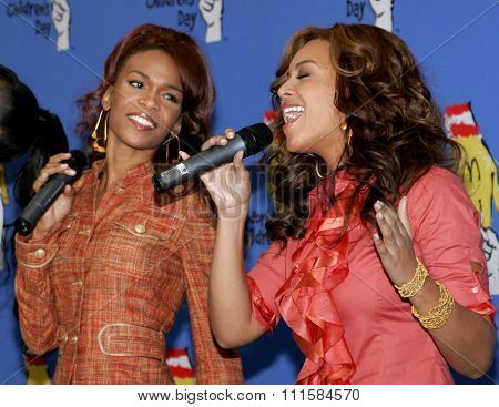 LOS ANGELES, CA - NOVEMBER 15, 2005: Michelle Williams and Beyonce Knowles at the 2005 World Children's Day at the Ronald McDonald House in Los Angeles, USA on November 15, 2005.