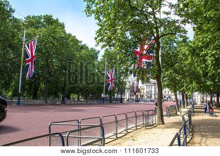 The Mall, Street In Front Of Buckingham Palace In London