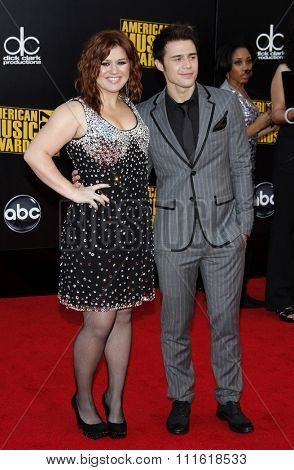 Kelly Clarkson and Kris Allen at the 2009 American Music Awards at Nokia Theatre L.A. Live in Los Angeles, USA on November 22, 2009.