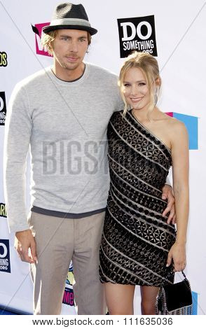 Kristen Bell and Dax Shepard at the 2011 VH1 Do Something Awards held at the Palladium Hollywood in Los Angeles, California, United States on August 14, 2011.