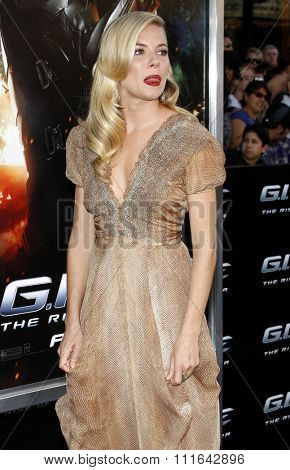 06/08/2009 - Hollywood - Sienna Miller at the Los Angeles Premiere of