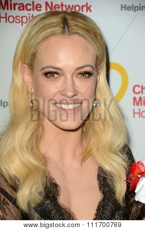 LOS ANGELES - DEC 12:  Peta Murgatroyd at the Childrens Miracle Network Winter Wonderland Ball, at the Avalon Hollywood on December 12, 2015 in Los Angeles, CA