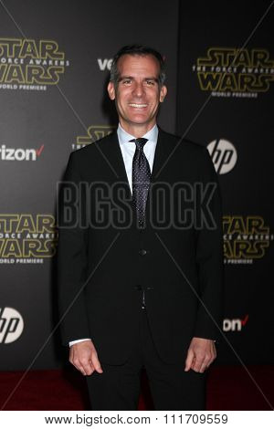 LOS ANGELES - DEC 14:  Eric Garcetti at the Star Wars: The Force Awakens World Premiere at the Hollywood & Highland on December 14, 2015 in Los Angeles, CA