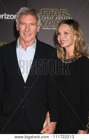 LOS ANGELES - DEC 14:  Harrison Ford, Calista Flockhart at the Star Wars: The Force Awakens World Premiere at the Hollywood & Highland on December 14, 2015 in Los Angeles, CA