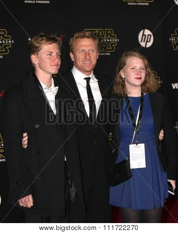 LOS ANGELES - DEC 14:  Joseph McKidd, Kevin McKidd, Iona McKidd at the Star Wars: The Force Awakens World Premiere at the Hollywood & Highland on December 14, 2015 in Los Angeles, CA