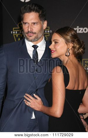 LOS ANGELES - DEC 14:  Joe Manganiello, Sofia Vergara at the Star Wars: The Force Awakens World Premiere at the Hollywood & Highland on December 14, 2015 in Los Angeles, CA