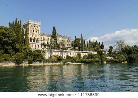 A Romantic Island On Lake Garda