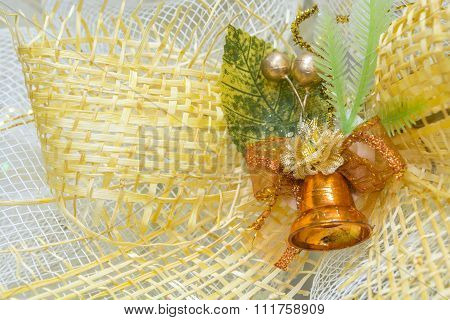 Golden Brown Ring Bell With Yellow Gold Net Rib Bin For Festive Event