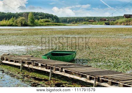 Boat at the bridge at Bay