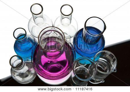 Chemische Laborgeräte isoliert