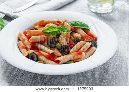 pasta with tomato sauce olives and capers