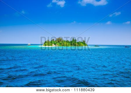 The Solitary Island And Bungalows In The Sea .