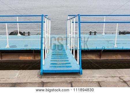 Floating pier for mooring small pleasure yachts and boats