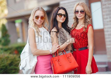 Happy friends with shopping bags ready to shopping