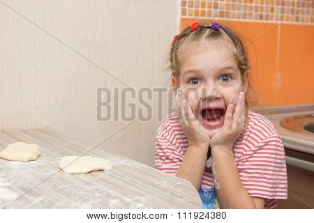 Cheerful Girl Mired In Agony With His Mouth Open Looking Into The Frame