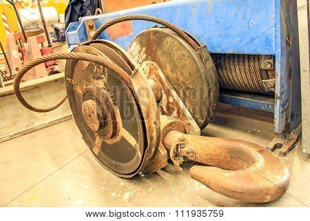 Rust Hoist