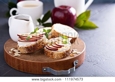 Small crostini with ricotta and apple