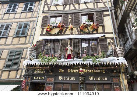 The Christmas Decoration Of Cafe Au Vieux Strasbourg.
