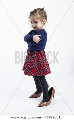 little girl tried mommies shoes