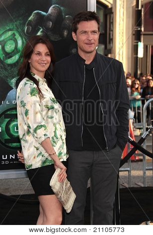 LOS ANGELES - 15 de JUN: Jason Bateman & Amanda Anka chega para o pâ de Los Angeles de