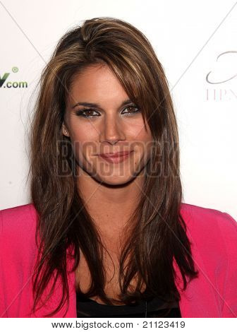 LOS ANGELES - MAY 17:  Missy Peregrym arrives to the