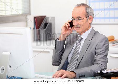 Consultor en teléfono