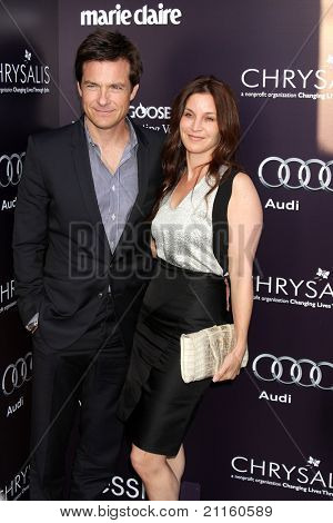 LOS ANGELES - 11 de junho: Jason Bateman, Amanda Anka no the10th crisálida Butterfly Ball realizada privada