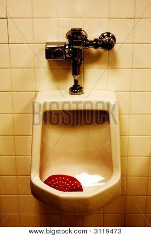 Dirty urinario en los hombres de sala