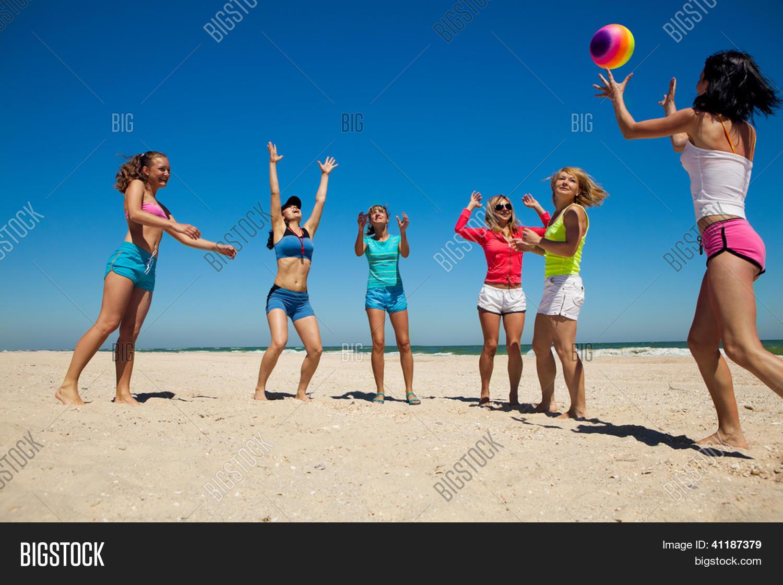 Siete juegos sexuales para practicar en la playa