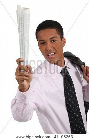 Mann mit Zeitung in der hand