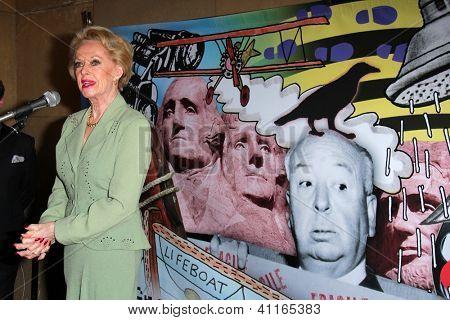 LOS ANGELES - JAN 17:  Tippi Hedren arrives at the