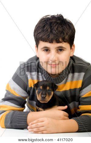 Junge mit Rottweiler Welpe