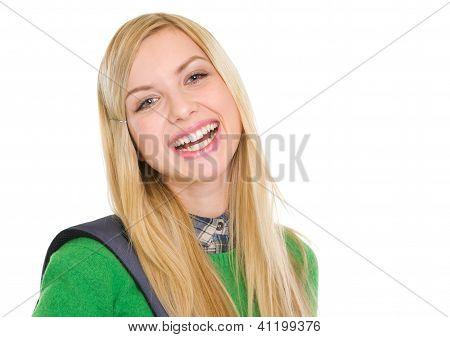 Retrato de sonriente niña estudiante de mochila
