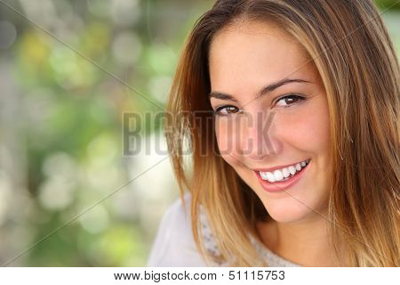Beautiful Woman With A bleichen perfekte Smile