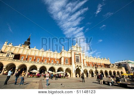 KRAKOW, POLAND - SEN 18: View of Main Market Square (Rynek) with the Renaissance Drapers' Hall (Sukiennice), Sen 18, 2013 in Krakow, Poland. Square dates to the 13th century, and at roughly 40,000 m.
