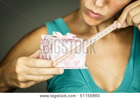 woman measures a gift