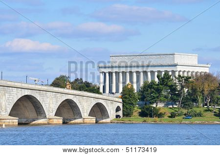 Washington DC skyline view with Lincoln Memorial and Memorial Bridge on Potomac River