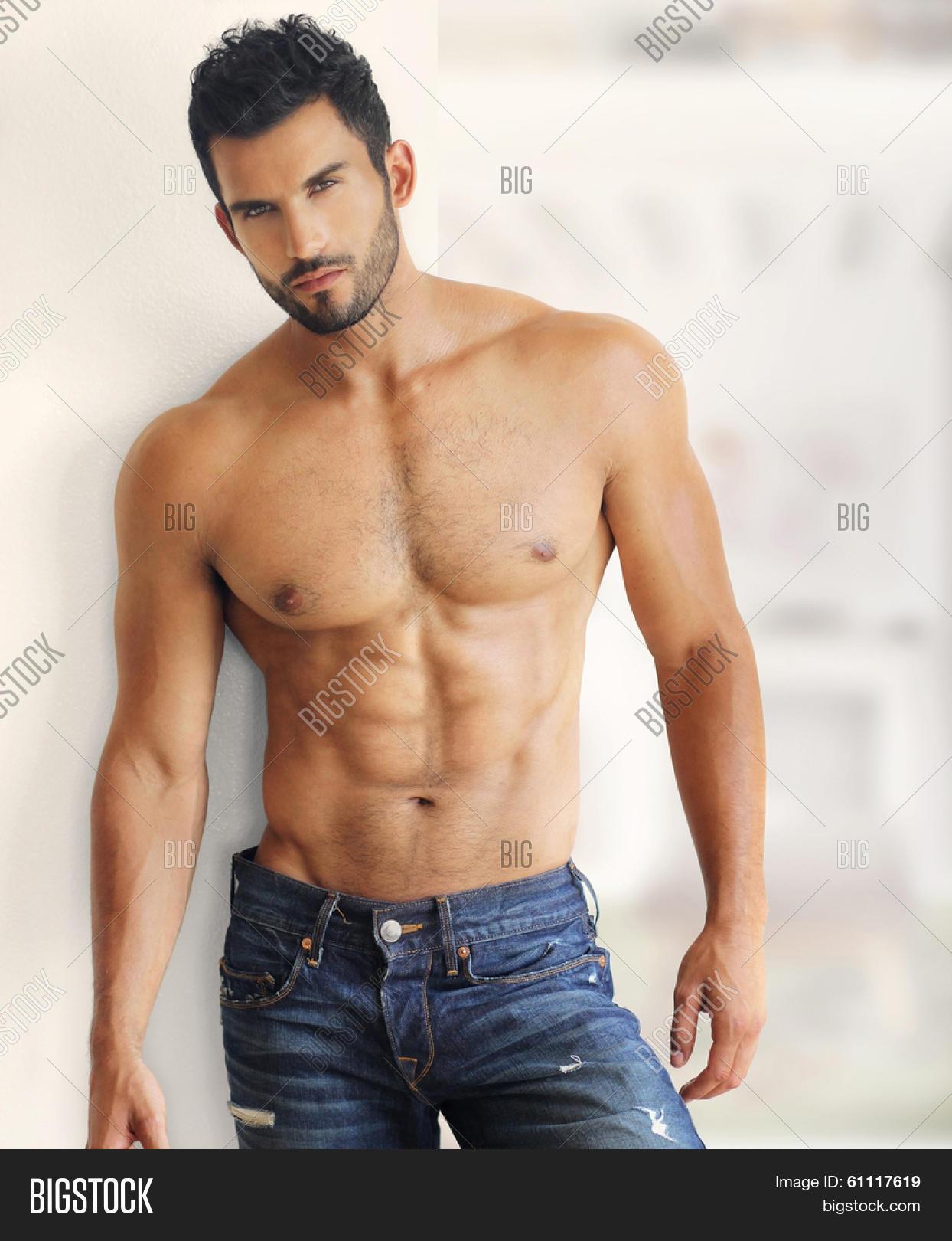 nude gay muscular men