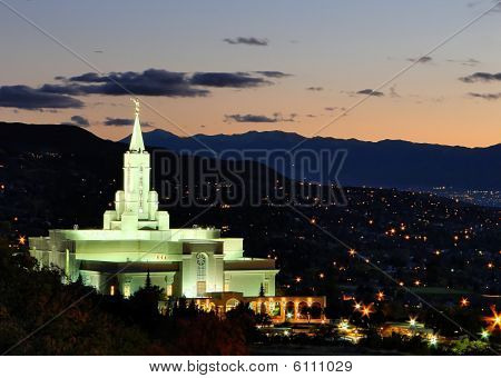 Templo de Bountiful ao entardecer no Outono