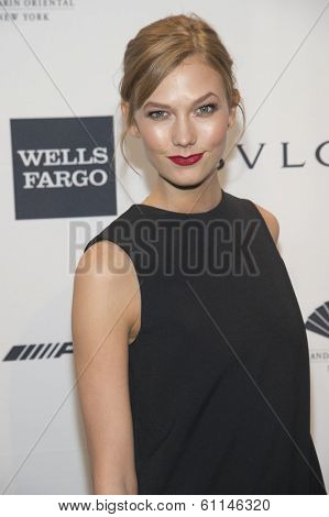 NEW YORK-FEB 5: Model Karlie Kloss attends the 2014 amfAR New York Gala at Cipriani Wall Street on February 5, 2014 in New York City.