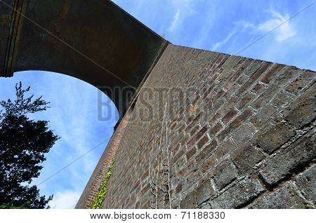 Viaduct arch at angle