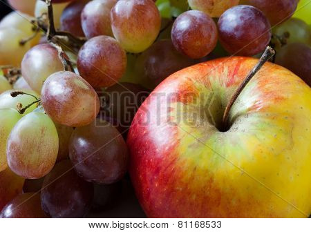 Fruit Set: Red And Yellow Apples, grapes