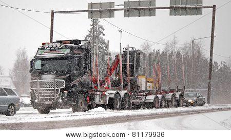 Volvo FH16 580 Logging Truck In Snowfall