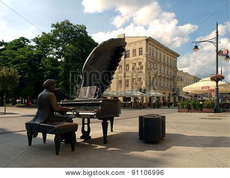 Monument pianist Arthur Rubinstein and gallery known Lodz in Lodz.