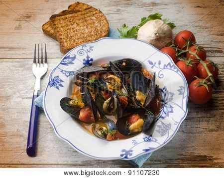 mussel soup with toasted bread