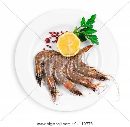 Delicious fresh shrimp with lemon.