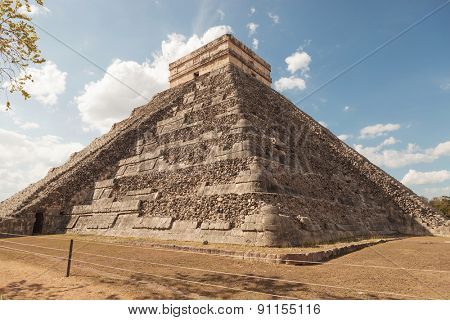 Pyramid in Chichen Itza Mexico.