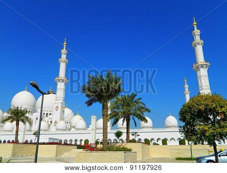 UAE. Abu Dhabi. The white mosque.