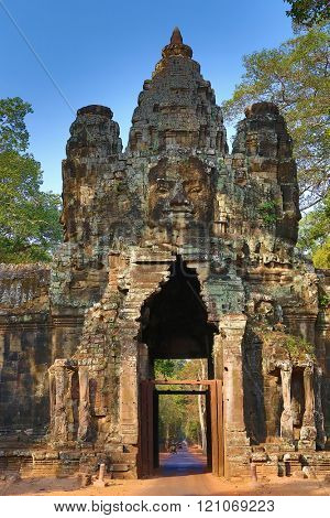 South gate to Angkor Thom, the capital of the ancient Khmer empire, Siem Reap, Cambodia